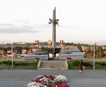 Стела в парке Победы в честь камышан, погибших во время Великой отечественной войны
