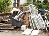 Строительные отходы НЕЛЬЗЯ выбрасывать в обычные контейнеры для бытовых отходов!