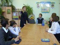 Сотрудники Госавтоинспекции проводят профилактические мероприятия с целью уберечь детей от смертельно опасной забавы