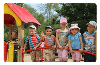 Дети на детской площадке